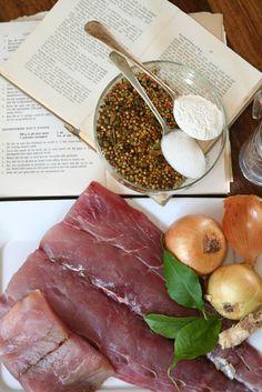 Piekelvis met ywe – huiskok Pickled Fish Recipe, Baie Dankie, Hot Cross Buns, South African Recipes, Easy Cookie Recipes, Garam Masala, Deli, Veggies