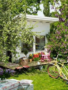 Crush of the Month: Dreamy Garden Sheds {aka Backyard Retreats} Dreamy Garden Sheds. Forget the man cave, it& all about the She-Shed! The post Crush of the Month: Dreamy Garden Sheds {aka Backyard Retreats} appeared first on Evelyn Simoneau. Backyard Studio, Garden Studio, Backyard Retreat, Garden Art, Garden Design, Home And Garden, Garden Sheds, Garden Cabins, Garden Houses