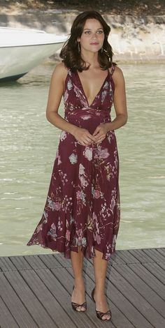 Remember... This is what you (me) look like in this kind of dress, dragged down and lost your bounce.