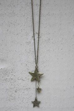 Las Tres Estrellas Necklace Star Jewelry, Jewelry Box, Sparkle, Stars, My Style, Gifts, Crosses, Gift Ideas, Makeup