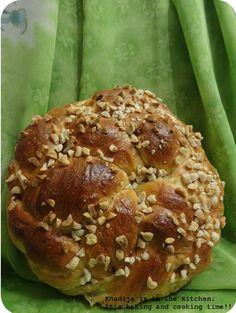 http://khadijaisinthekitchen.blogspot.ca/2016/01/pain-de-la-semaine-pain-tresse-bread-of.html