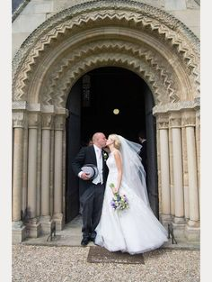 wedding pictures poses bride and groom, wedding picture ideas bride and groom, bride and groom pictures romantic, post image Winter Wedding Arch, Navy Wedding Colors Fall, Wedding Arch Flowers, Boho Beach Wedding, Blue Wedding Dresses, Wedding Day, Bridal Portraits Outdoor, Bridal Portrait Poses, Wedding Picture Poses