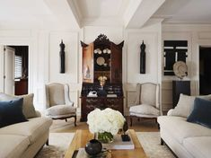About My previous home – A testimony to the strict eye one inevitably develops over a quarter century of designing interiors. Eclectic Living Room, Living Room Designs, Living Spaces, Living Room Inspiration, Home Decor Inspiration, Custom Lamp Shades, Amber Interiors, White Rooms, Reception Rooms