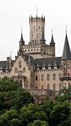 Castle of Marienburg, en Hannover, Alemania Beautiful Castles, Beautiful Buildings, Beautiful Places, Gothic Castle, Medieval Castle, Photo Chateau, Chateau Medieval, Germany Castles, Palaces