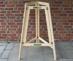 Bauanleitung für einen klappbaren Bier-Stehtisch Garage Car Lift, Camper Table, Wood Projects, Woodworking Projects, Foldable Dining Table, Stone Cabin, Folding Furniture, Wood Joints, Portable Table