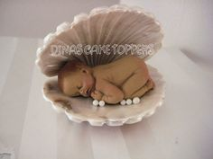 CLAM Pearl Baby Cake Topper Sea Baby Shower por DinasCakeToppers
