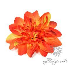 farbintensive Haar-/Ansteckblume in orange, Ø 12cm von Boutique für wundervolle Accessoires zum Liebhaben! auf DaWanda.com