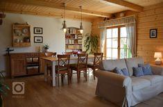 Žít v chalupě po celý rok? V této byste chtěli žít taky Home Fashion, Cozy House, Beautiful Homes, Sweet Home, Cottage, House Design, Shelves, Ceiling Lights, Rustic