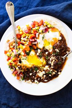 huevos rancheros with a smoky chipotle pepper sauce and fresh veggies. Best Egg Recipes, Egg Recipes For Dinner, Egg Recipes For Breakfast, Breakfast Dishes, Brunch Recipes, Healthy Dinner Recipes, Mexican Food Recipes, Appetizer Recipes, Ethnic Recipes