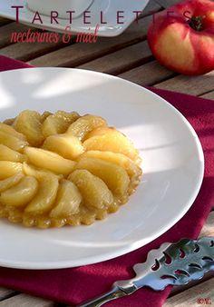 Tartelettes renversées aux nectarines & miel (Pâte sucrée au mascarpone, huile d'olive & romarin)