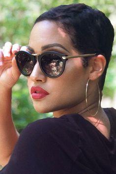 Top Trending Summer Accessories With Sunglasses Short Sassy Hair, Short Hair Cuts, Short Hair Styles, Pixie Styles, Cat Eye Sunglasses, Sunglasses Women, Easy Hairstyles, Hairstyles Videos, Hairstyles 2018