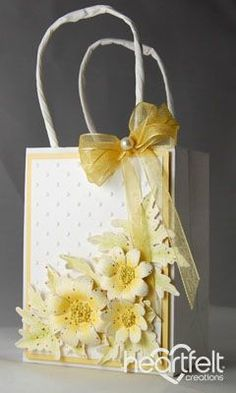 Yellow Daisies Gift Set for Mother's Day using the Delightful Daisies Cling stamp set and the matching Delightful Daisy Die set. Mini Gift Bags, Paper Gift Bags, Creative Gift Wrapping, Creative Gifts, Craft Bags, Craft Gifts, Decorated Gift Bags, Heartfelt Creations Cards, Diy And Crafts