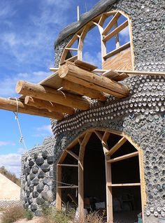Earthships Cob Building, Building A House, Recycled House, Earthship Home, Underground Homes, Natural Homes, Build Your Own House, Passive House, Earth Homes