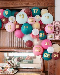 Is this Advent calendar not the most fun!? We're sharing a few super cute Advent calendars (both DIY and not) that your kids will have so much fun with #onIBTtoday! (Link in bio Photo by @tiffanyroohaniphotography Design: @butfirstparty Decor: @bonjourfete)