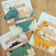 Lembrancinha de maternidade {chaveiro} Dino Kids, Baby Dino, Die Dinos Baby, Dinosaur Birthday Party, Baby Shower, Baby Party, Craft Fairs, Little Gifts, Kids And Parenting