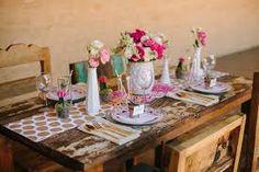 Love this rustic wedding table decorating idea #wedding #decorating