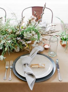 "<div>""The napkin knot is a playful new trend that seems to be a favorite among planners & designers these days. It's an easy twist that adds shape and interest to a more casual place setting."" — <a href=""http://lauriearons.com/"">Laurie Arons Special Events</a></div>"