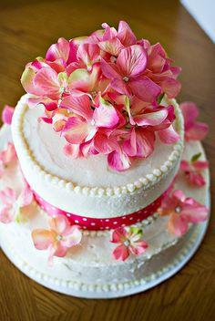 Wedding cake-overhead by Kelly Luna, via Flickr