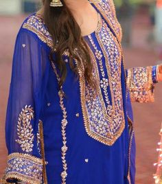 Gota Work Pakistani Mehndi Dresses Designs for girls and women. Fresh outfits containing styles for wedding and mayon events Pakistani Mehndi Dress, Pakistani Wedding Dresses, Pakistani Outfits, Indian Dresses, Indian Outfits, Pakistani Bridal, Naeem Khan, Kitenge, Indian Designer Outfits