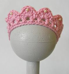Cai's Birthday Tiara ~ Free Pattern This is cute and I like it better than the silver one however, it has elastic across the back and that, I don't care for. I would crochet onto a plastic headband. Crochet Crown, Knit Or Crochet, Crochet For Kids, Crochet Crafts, Crochet Projects, Single Crochet, Sewing Projects, Crochet Amigurumi, Crochet Toys