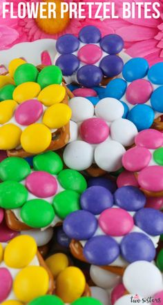 Our Flower Pretzel Bites are beautiful, delicious and super easy to make. This yummy and colorful dessert is the perfect bite-sized blend of sweet and salty. They are a fantastically easy summer dessert, Mother's Day treat, Baby Shower Snack or Easter food. Pin this yummy pretzel treat for later and follow us for more fun dessert Ideas. #M&Ms #FlowerPretzelBites #EasyPartySnacks #PretzelBites Colorful Desserts, Pink Desserts, Easy Summer Desserts, Pink Party Favors, Pink Party Decorations, Spring Recipes, Easter Recipes, Snack Recipes, Pretzel Treats