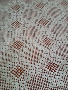 This post was discovered by βασω πετσα. Discover (and save!) your own Posts on Unirazi. Filet Crochet, Crochet Diagram, Crochet Motif, Crochet Doilies, Crochet Bedspread Pattern, Crochet Flower Patterns, Doily Patterns, Crochet Designs, Love Crochet