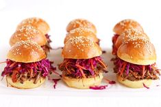 Pulled Pork Sliders with homemade burger buns, homemade BBQ sauce and coleslaw » Recipe: http://www.tasteoftravel.at/pulled-pork-sliders/