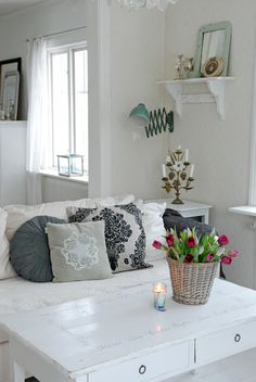 White Iiving room.