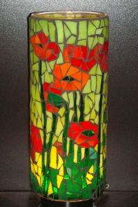 Poppies and stems against a lime green background. Mosaic Planters, Mosaic Vase, Mosaic Flower Pots, Mosaic Diy, Mosaic Garden, Mosaic Crafts, Mosaic Projects, Stained Glass Projects, Stained Glass Patterns