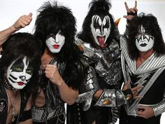 With their opening game just days away, the Arena Football League team owned by KISS band members Paul Stanley and Gene Simmons debuted their uniforms Monday. Suffice it to say, they are exactly w… Kiss Images, Kiss Pictures, Kiss Band, Arena Football, Nfl Football, Kiss Me Love, Eric Carr, Rocker Girl, Rocker Chick