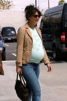 Pregnant Katie Holmes ...