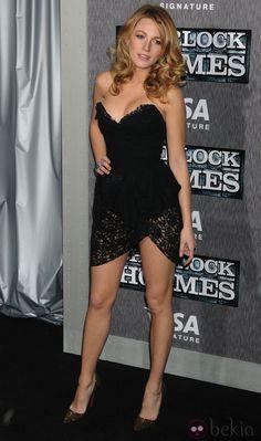 Blake Lively con vestido de encaje de Dolce & Gabbana
