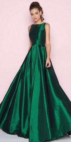 Look classic and stunning in the Sleeveless Bateau Neck Stretch Taffeta Ball gown by Mac Duggal. This dress features a bateau neck, closed back and full ball skirt. Source by katehanenburg idea for wedding guest Grad Dresses, Dance Dresses, Cute Dresses, Beautiful Dresses, Bridesmaid Dresses, Formal Dresses, Green Prom Dresses, Elegant Dresses, Sexy Dresses