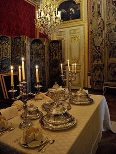 LA TABLE DU ROI LOUIS XV. Exhibition at le Châteaux de Versailles with table settings and menus from 1762.