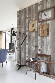 Dessins op de muur Stoer baksteen, doorleefd sloophout, drukletters … Met het behang van vtwonen maak je van je muur en blikvanger.
