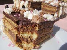 Tarta de galletas (Mi receta) I cannot pronounce that worth a darn but it looks so good! Pie Cake, No Bake Cake, Bakery Recipes, Cooking Recipes, Choco Chocolate, Spanish Desserts, Pastry Art, My Dessert, Trifle