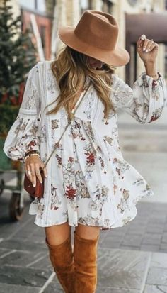 42 Stunning Boho Chic Outfit Every Girl Should Try The Boho fashion is now becom… 42 Atemberaubendes Boho-Chic-Outfit, das jedes Mädchen probieren sollte Die Boho-Mode [. Boho Outfits, Summer Fashion Outfits, Hippie Chic Outfits, Boho Fashion Fall, Boho Chic Outfits Summer, Bohemian Chic Fashion, Romantic Fashion, Bohemian Pants Outfit, Country Style Fashion