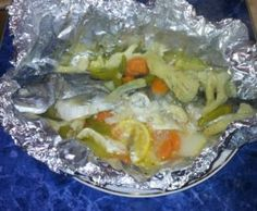 Pastrav umplut cu legume, in folie de aluminiu, la aburi