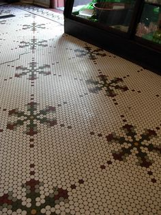 spruiellrya 20 Catchy Mosaic Floor Ideas For Home Interior Think about updating Penny Tile Floors, Bathroom Floor Tiles, Tile Flooring, Mosaic Floors, Mosaic Bathroom, Wall Tiles, Glass Pool Tile, Glass Mosaic Tiles, Hex Tile