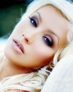 Christina Aguilera!! She's soooo pretty!