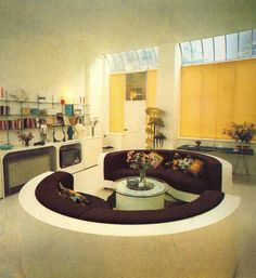 A living room for intergalactic voyaging from a interior design book- House by Terrance Conran. LOVE the couches and round edged cupboards! Retro Interior Design, Mid-century Interior, Interior Architecture, Green Label, 1970s Decor, Sunken Living Room, Modernisme, Retro Room, Art Deco