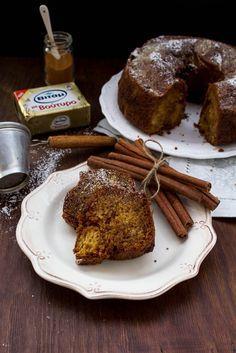 Αυτό είναι το νέο αγαπημένο μου κέικ. Αλήθεια, πόσο πιθανό είναι να χαίρεται ένας άνθρωπος όταν ανακαλύπτει κάτι τέτοιο;… Cinnamon Swirl Cake, Vegan Vegetarian, Vegetarian Recipes, French Toast, Sugar, Baking, Breakfast, Desserts, Cakes