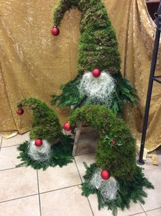 Blumen Galerie Dagmar Götz now our imp has got buddies Money is another sign that you may want or ne Diy Christmas Yard Decorations, Christmas Diy, Christmas Wreaths, Xmas, Christmas Ornaments, Holiday Decor, Christmas Knomes, Pinterest Christmas Crafts, Diy And Crafts