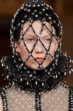 Alexander McQueen Fall 2013 - Details /warrior queen ~ amazonian decorative armoured headgear. OR caged-in queen, suffering the effacement of her real body by the discursive body. The 2-body model for understanding Renaissance kings works quite differently for Renaissance queens! For the former, military and sexual prowess complemented each other and secured the male line. For the latter, sexual activity would result in being put out of action.