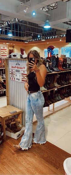 Country Style Outfits, Southern Outfits, Country Fashion, Western Outfits Women, Cowgirl Outfits, Cute Summer Outfits, Cute Casual Outfits, Nashville, Teen Fashion Outfits