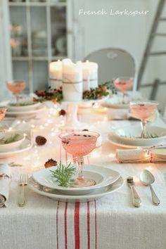 Hoy quiero dedicar esta entrada a la decoración de las mesas de Nochevieja , ya que son muchas las personas que han optado por reunirse con...