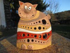 Pruhovaná kočka Velikost: výška 20,5 cm, šířka 18 cm