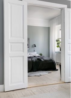 60 Interior Doors Ideas You& Love Enjoy Your Time is part of Interior inspiration bedroom Glass interior doors provide a variety of benefits to home owners They provide insulation and also deal - Bedroom Doors, Home Bedroom, Bedroom Door Decorations, Internal Double Doors, Awesome Bedrooms, Interior Barn Doors, Interior Inspiration, Bedroom Inspiration, House Design