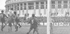 Imagen de la disputa de un partido de fútbol en el viejo campo de la Mirandilla