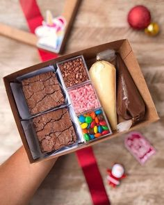 Buying gifts could be difficult when not approached in the proper way. Then simply add components to reflect the individual you are constructing your . Brownie Packaging, Baking Packaging, Dessert Packaging, Cupcake Packaging, Brownie Recipes, Dessert Recipes, Brownie Ideas, Dessert Boxes, Baking Business